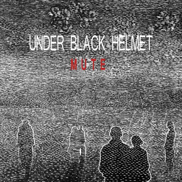 Foto de Under Black Helmet