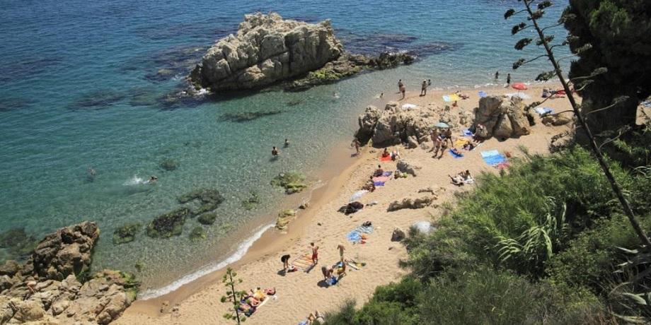 playa les roques calella de mar guia erasmus barcelona xceed