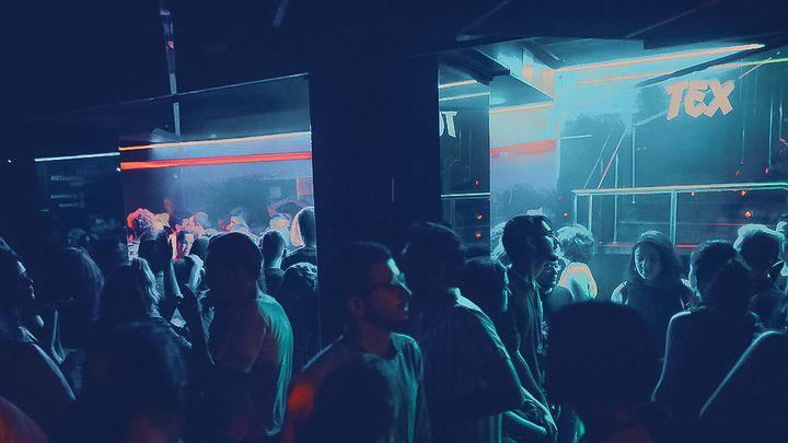 Cover for venue: Látex