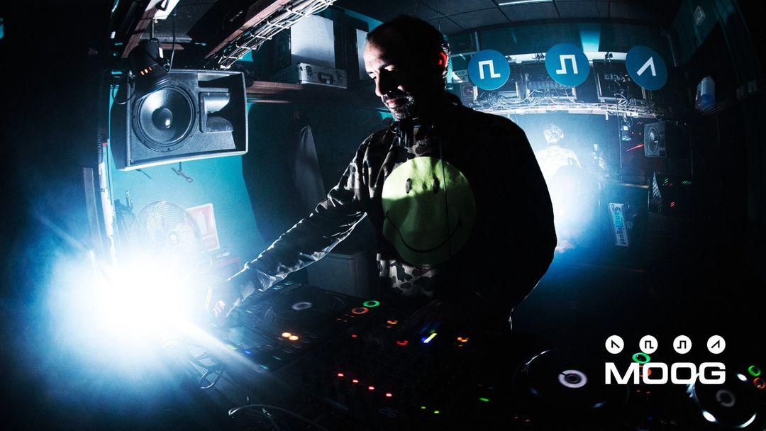 Cartel del evento MOOG DJs: GUS VAN SOUND